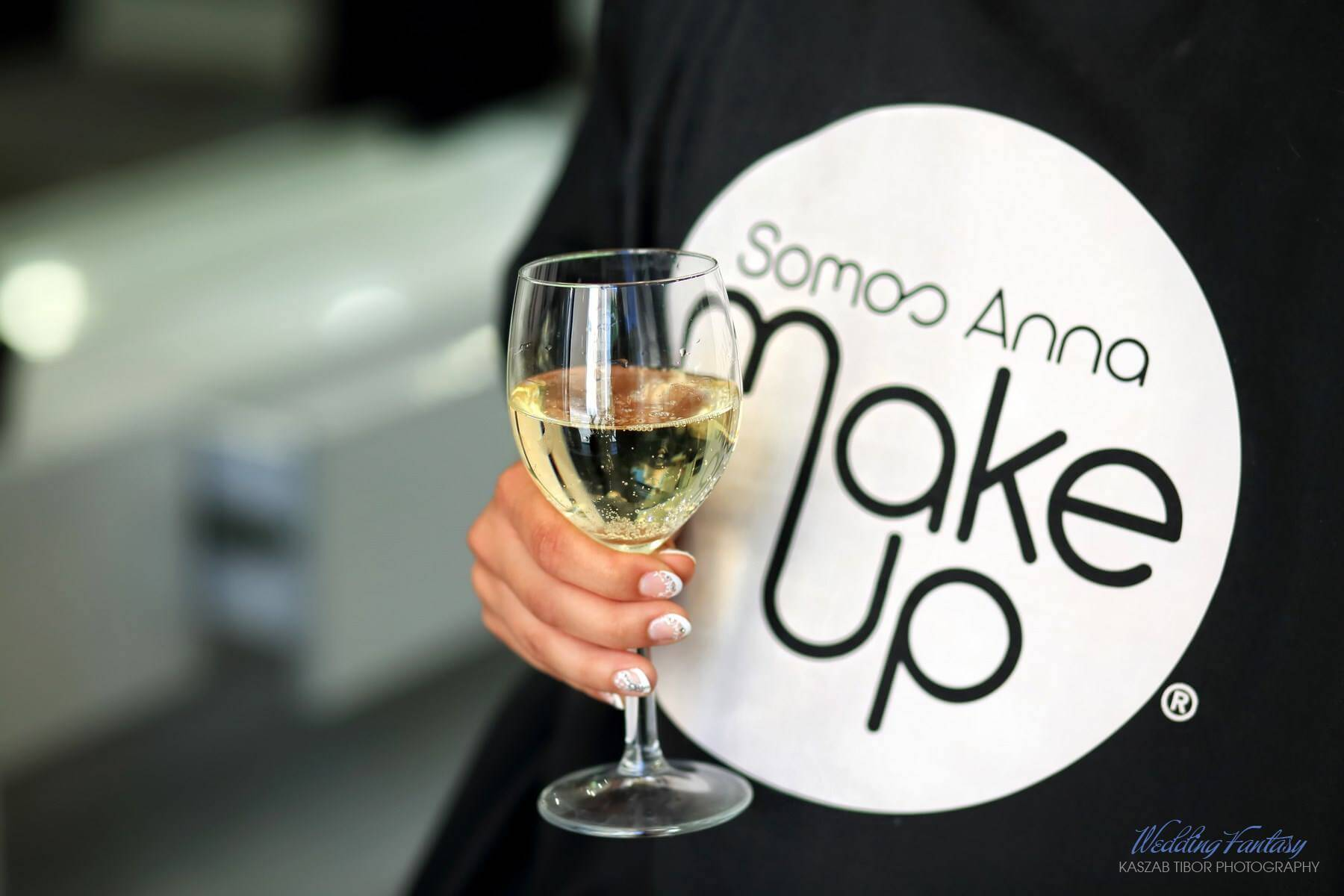 Somos Anna Makeup